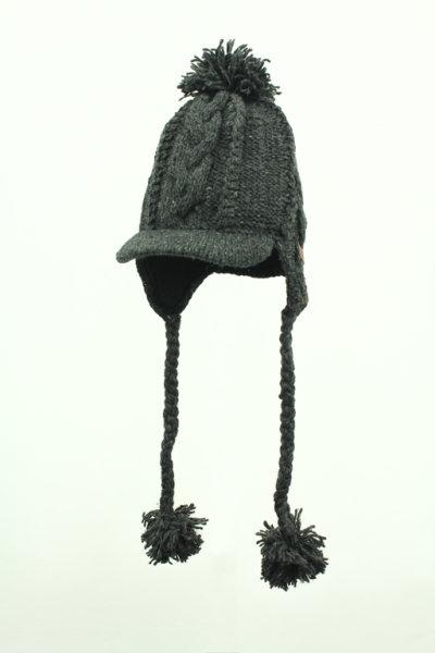 Strickmütze mit Kabelmuster und Schirm