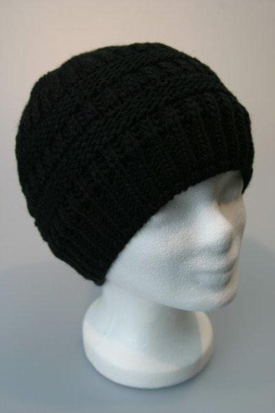 Damenstrickmütze mit Zopfloch für lange Haare Schwarz
